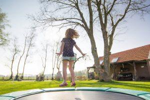 Jak dobrać siatkę do trampoliny?